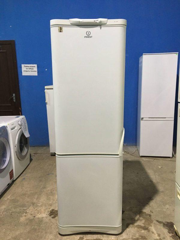 Б/у Холодильник Indesit C138NFG6/016