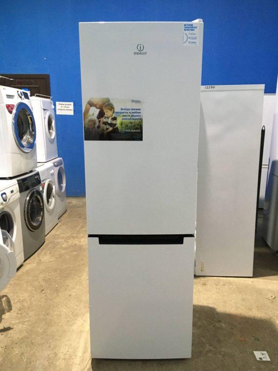 Б/у Холодильник Indesit DS4180W